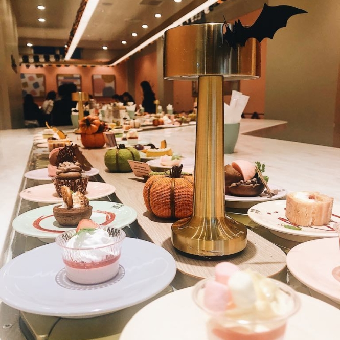 Café Ron Ron Harajuku conveyor belt dessert
