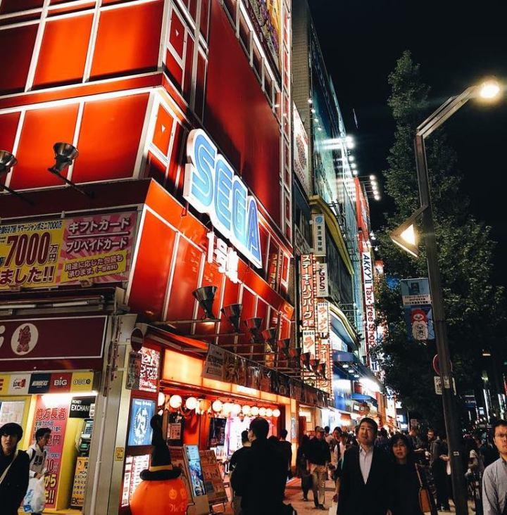 streets-of-akihabara-in-autumn
